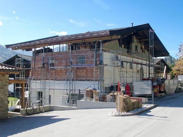 con il sollevamento idraulico di un tetto i lavori di costruzione possono avanzare velocemente, garantendo così un notevole risparmio di tempo e costi